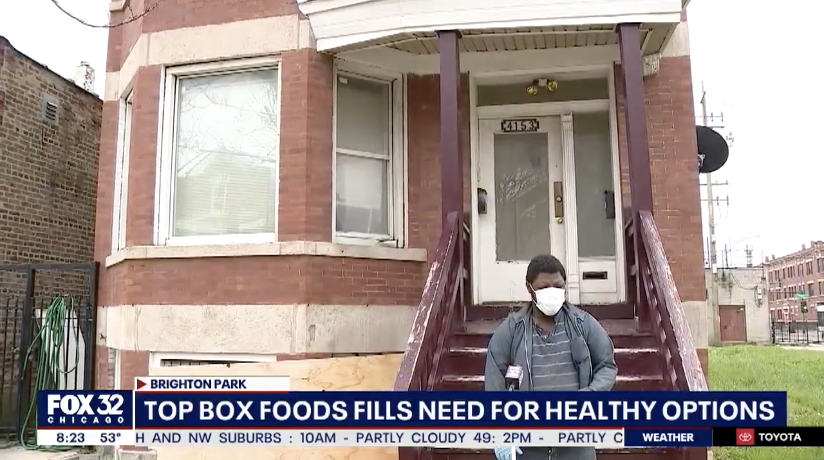 Fox 32 Chicago interviewing Top Box Foods customer on the impact of home delivery during the COVID-19 pandemic.